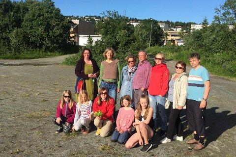 Foran Andrea (12) Amanda (10), Linnea (13), Marie (10 og Jana (10). Bak fra venstre: Ina Holland-Nell, Ute Vogel, Inger Roeraas, Alberg Albrigtsen, Margrethe Selseng, Ida Lekang og Espen Sandør.