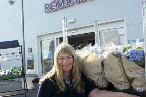 Kjøpmann Britt Gade ved Rema 1000 på Hesseng, gjør det best i Troms og Finnmark.