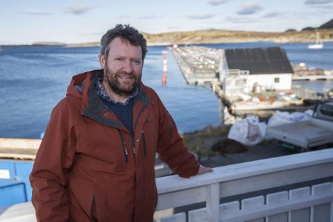 Måtte ro: Daglig leder Kristian Johnsen har vært med siden den spede begynnelsen. Da hadde de en flåte . som ikke var landfast - og 12 forsøksmerder i sjøen.