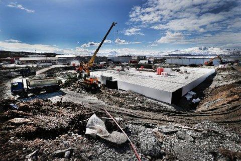 EFA Maskin vant anbudet da hovedentreprenør Consto lyste ut arbeid med masser og grøfting til Sulland-bygget. Oppdraget ble tre ganger så stort som forventet.