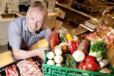 Rekordomsetning ved Eide Handel. Folk handler mat til den store gullmedalje.