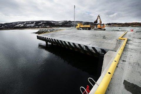 Industrihavna i Grøtsund. Her ligger store ledige arealer, som kan være aktuell som lakseslakteri for SalMar.