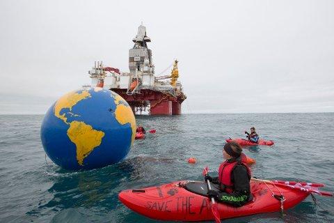 SAKSØKER: Greenpeace aksjonerte mot boreriggen «Songa Enabler» som dro fra Tromsø til Barentshavet.
