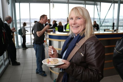 FLYENTUSIAST: Turid Mikkelborg fra Harstad reiser 230 turer med fly i løpet av et år.