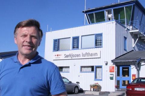 DYRT OG FÅ AVGANGER:John Karlsen (Frp) vil fronte et forslag om å endre flypassasjeravgiften.