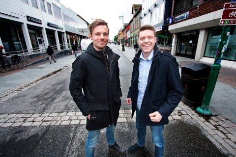 KLOKKEKLAR: Christoffer Sverresvold og Daniel Glad med sitt eget klokkemerke - Àigi - fra Tromsø.