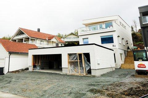DYREST I MAI: Trond Johansen og Veronica Evertsen kjøpte denne boligen for 11,2 millioner kroner i Nordpolvegen.