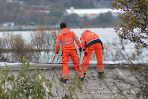 USIKRET: To arbeidere fra Nicuconstruct usikret på tak.