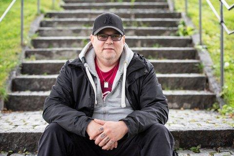 VIKAR: Marko Ojala er en av stadig flere vikarer i Troms: – Jeg har foreløpig ikke fått bruke utdannelsen, men håper på fast jobb etter hvert.