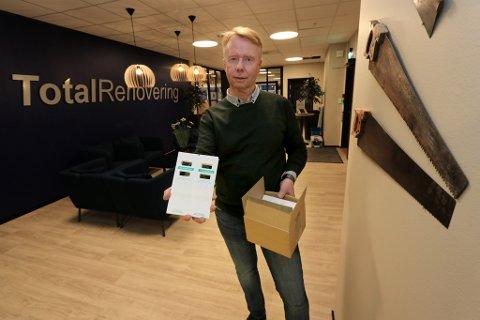 JAKTER SKJEGGKRE: Terje Pettersen i Totalrenovering jobber med reklamasjonssaker i Totalrenovering, som har innført metoder for å unngå skjeggkre.