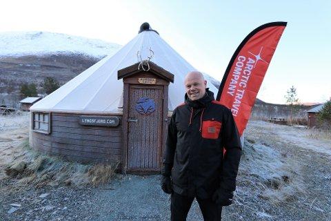 REISELIVSGRÜNDER: Hans Olav Holtermann-Eriksen i Camp Tamok, basen til Lyngsfjord Adventure som var hans første satsing i reiselivet.