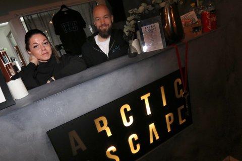 ÅPNER ROM NUMMER FIRE: Katrine Hvidsten og Marius Lind sjonglerte flere jobber samtidig som de startet egen bedrift - Arctic Escape.