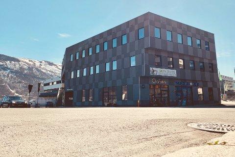 TIL SALGS: Amundsengården er til salgs for 105 millioner kroner. Halvparten av gevinsten vil tilfalle Tromsø havn, om salget går gjennom.