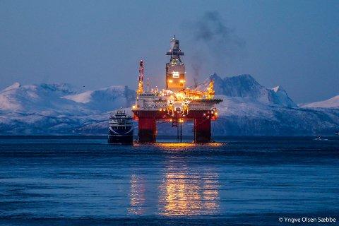RIGGET FOR BARENTSHAVET: Oljeriggen Songa Enabler i Tromsø på vei til leting i Barentshavet. Dette kan bli et mer sjeldent syn om forslaget for ny oljeskatt går gjennom.