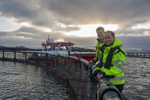 PENGER I HAVGAPET: Teknisk sjef Vegard Fjellgaard og kvalitetsleder Jeanett Vigeland Johansen jobber i administrasjonen, men kan også ta vakter på havet om det er nødvendig.