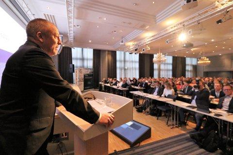 """MØTTE NÆRINGA: Geir Inge Sivertsen er nyslått fiskeriminister. Onsdag møtte han næringa på konferansen """"Kyst, fisk og fremtid""""."""