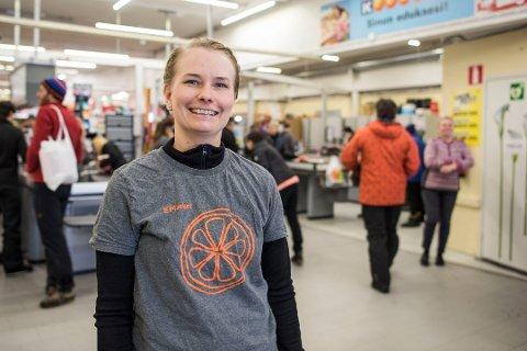ELSKER NORDMENN: Elina Rousu-Karlsen på K-market i Kilpis