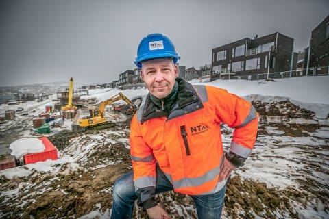 JAKTER FOLK: Bjørn-Are Nilsen i NT Entreprenør AS hadde en dupp på starten av året. Men nå blir det full fart - tross korona.