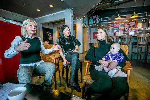 ENGASJEMENT: Nina Riibe er direktør i Econa. I midten er komunikasjonsansvarlig Gry Ljøterud. Til høyre: Nybakt mamma Trude Nilsen.