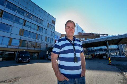 UTFORDRINGER: Økonomisjef Lars Øverås ved UNN var i april bekymret for konsekvensene av koronapandemien. Til tross for positive resultater i 2020, mener han det har satt sykehuset tilbake.