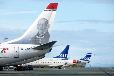 FLERE FLY: Både SAS og Norwegian øker antallet avganger og ankomster fra og til Tromsø i sommer.