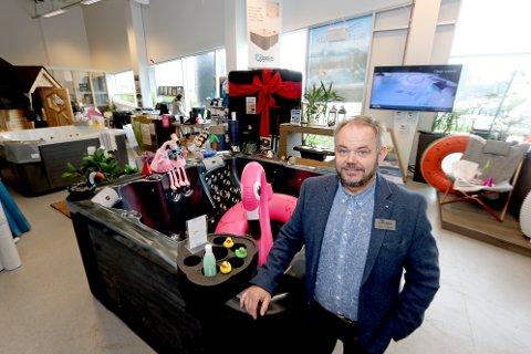 SELGER SOM VARME HVETEBOLLER: Karl Johan Brekmo har hatt sterk vekst i NordicSpas siden de flyttet til Jekta. Men han har aldri opplevd maken til salget etter at koronakrisen slo til.