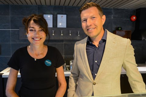 FORNØYDE: Direktør på Tromsø-hotellet Clarion Collection Hotel With, Inger Helen Hjemvoll, er jublende glad. Det samme er Alapnes, Senior Vice President i Nordic Choice hotels.