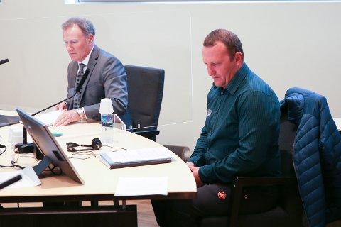 FORSVARER: Advokat Stig Bjørklund (tv) er forsvarer for  Neculai Grigore i tingretten.
