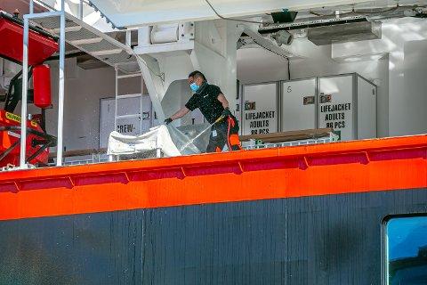 LEVERTE MANNSKAPET: - Vi har ingen grunn til å tro at de ansatte ikke blir ivaretatt, sier Geir Arvid Sekkesæther. i OSM Maritime Group som leverte mannskapet til Hurtigruten.