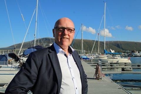 Halvar Pettersen synger ut mot Hurtigruten.