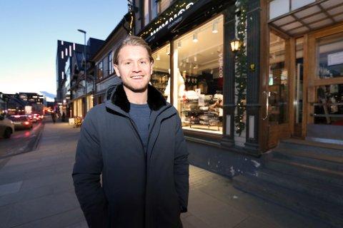 POSITIV: JM Hansen Eiendom er gårdeier i Storgata 56, der Way Nor ligger, og i nabogården nummer 54. Daglig leder Christian Hjort har klokkertro på turist-comeback i sentrum.