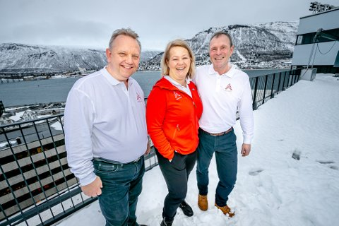 GODE BUSSER: Kristian B. Jørgensen (adm. direktør i Fjord Tours Group AS, Bente Nyvoll (ny styreleder i Best Arctic) og Henry Nyvoll i Bussring står bak nysatsingen på reiseliv i nord - midt i koronatiden.