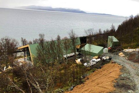 PÅKOSTET HYTTE: En privat investor bygger ny hytte i Nord-Lenangen. En rekke firma er involvert i utbyggingen, deriblant Salt entreprenør.