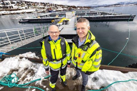 STOLTE: Gaute Kværnstuen, avdelingsleder Havbruk (til høyre) og konsernsjef Torgrim Rørtveit i Nofi i Tromsø  er svært stolte av å sende doningen bak seg til Rolla på mandags morgen.