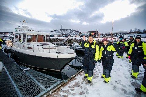 HVALSAFARI: Kunder fra fire kontinenter på vei til hvalsafari med selskapets båt. Bildet er fra 2015. Siden møtte Arctic Explorers motbakke og måtte melde oppbud.