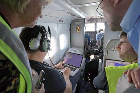 PÅ JAKT: Ved hjelp av fargespekteranalyse kan fartøy som jakter raudåte med not, få informasjon om hvor de skal finne den. Her testes teknologien med småfly.