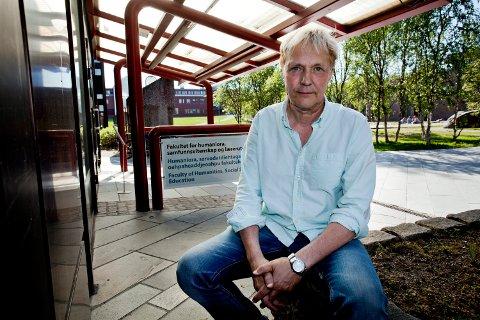 TRANSPARENS: Professor Kjell Arne Røvik ved UiT er en av de som mener banken bør ha ett mer gjennomsiktig åpent regnskap for bruken av samfunnets utbytteandel. - Det er egentlig ikke bankens penger, sier han.