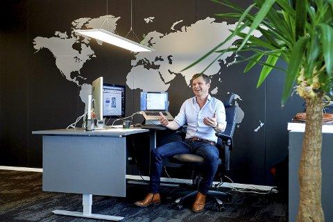 SMILER: Koronapandemien har gitt Robert Zwarg og 24Nettbutikk et voldsomt løft i salget av netthandelsløsninger.