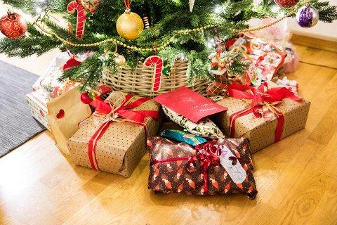 PAKKE-REKORD: Årets jul kan bli historisk, med en julehandel som slår alle rekorder, spår Virke.