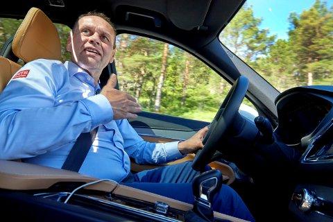 EI HAND PÅ RATTET: Harry Bøe fortsetter inntil videre som konsernsjef i NTS.