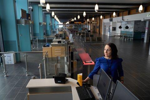 KORONASTILLE: Lufthavndirektør ved Værnes, Marit Helene Stigen på utenlandsterminalen, der det stort sett er stille dager.