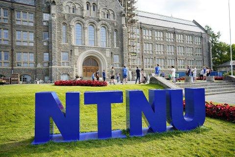 FÅR PENGER: NTNU er sammen med Sintef de største mottakerne i Trøndelag når Forskningsrådet strør 1,6 milliarder kroner over norske forskningsmiljøer.