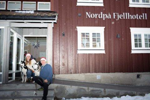 NYE EIERE: Siri og Ragnar Harper har kjøpt Nordpå Fjellhotell og er klare for sin første julefeiring på hotellet.