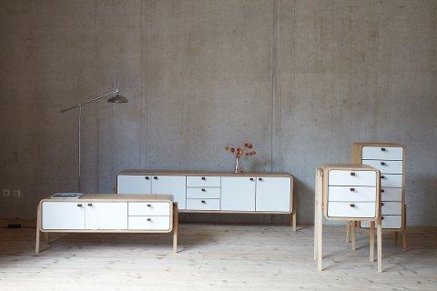 EKSKLUSIVT: I fjor sommer deltok Volker Hempelmann på ei møbelmesse for første gang.  Få måneder senere har han designet og produsert en hel møbelserie: «Nordlys Møbler».