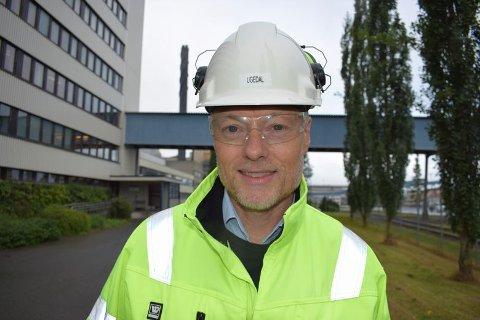 MILLIONINVESTERINGER: Administrerende direktør Bjørn Einar Ugedal ved Norske Skog Skogn skryter av arbeidsinnsatsen og innstillingen til de ansatte under den verste koronaperioden som gjorde det mulig å gjennomføre millioninvesteringer.