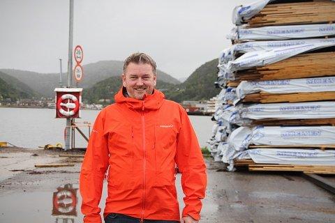 VIL BYGGE FABRIKK: Nils Einar Olsen i Midt-Norsk Massivtre AS arbeider for å få opp en massivtrefabrikk ved Kiskaia i Namsos, vegg i vegg med Moelven Van Severen. Sistnevnte er blant annet tiltenkt rollen som råstoffeverandør. Ny fabrikk kan gi 50 nye arbeidsplasser og sikre ytterligere 100 i kjølvannet. Olsen håper på produksjon allerede i 2022.