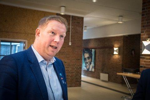 VIL HA MER TIL KOMMUNENE: Nærøysund-ordfører Amund Hellesø mener at staten er i overkant grådig i fordelingen av laksepenger mellom stat og kommuner.