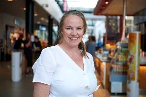FORNØYD: Senterleder Sissel Gjeset er veldig fornøyd med at Amfi Rørvik kan utvide butikkmiksen med Elektro.  FOTO: BJØRN TORE NESS