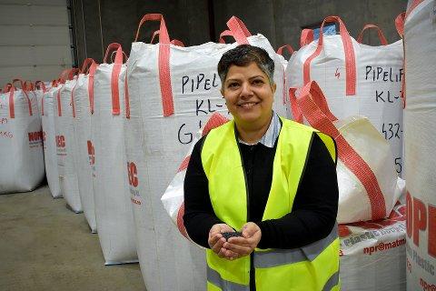 NY PÅ LAGET: Maliheh Salimi (43) kommer opprinnelig fra Teheran. Etter seks år i Norge bytter kjemiingeniøren ut olje og gass til fordel for å slå et slag for miljø og sirkulærøkonomi på Matmortua i Nærøysund.