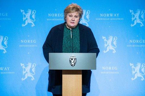 MER PENGER: Statsminister Erna Solberg (H) skal igjen stå på podiet for å presentere en krisepakke fredag.